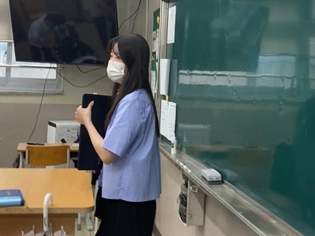授業中のキムさん