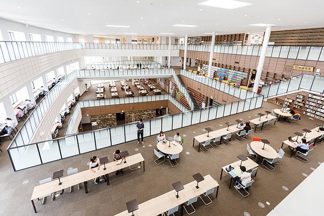 伊都キャンパス 中央図書館(イーストゾーン)